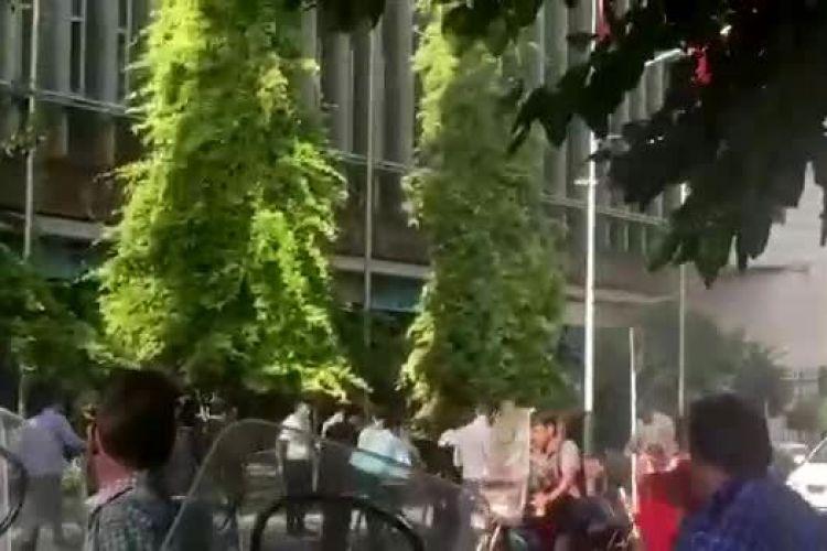 اصل ماجرای خودسوزی دیروز مقابل ساختمان شهرداری تهران چه بود؟