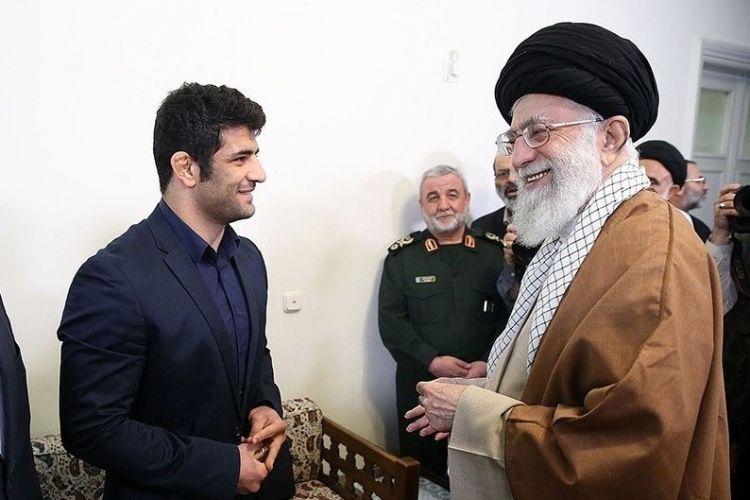 رهبر معظم انقلاب اسلامی در دیدار پهلوان سرافراز کشورمان علیرضا کریمی: عزتآفرینی کردید و برای یک هدف بزرگ از حق خود گذشتید