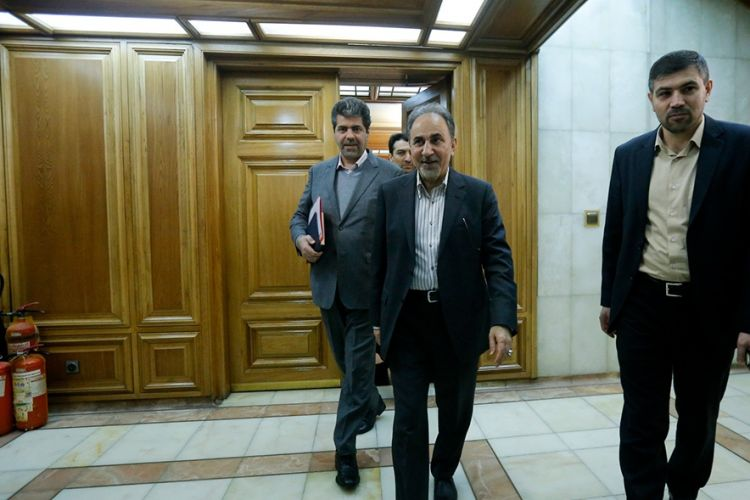 بررسی استعفای شهردار تهران پشت درهای بسته/ احتمال برگزاری جلسه علنی در روز 27 اسفندماه