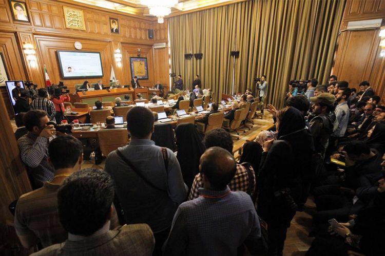 ارسال پرونده تأیید صلاحیت افشانی به وزارت کشور/ دلیل غیبت افشانی در جلسه امروز انتخاب شهردار چه بود؟