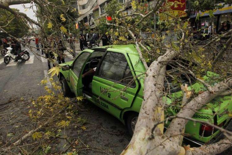 یک کشته و 76 مصدوم بر اثر طوفان امروز تهران