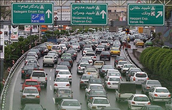 وضعیت قرمز ترافیک تهران در روز برفی اسفند