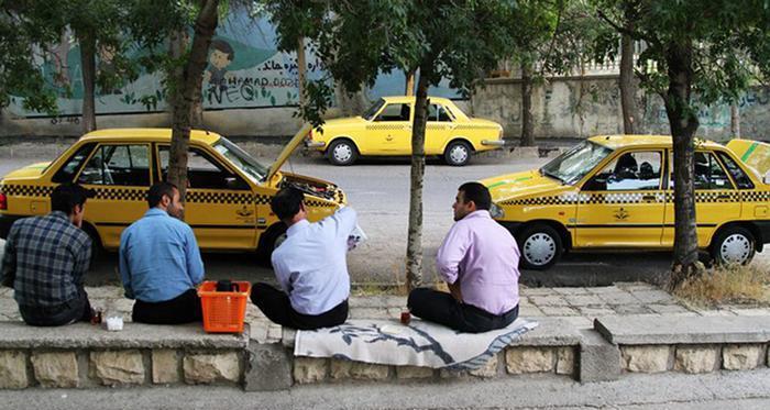 معاون شهردار: تاکسی های اینترنتی معیشت تاکسیرانها را به خطر انداخته است/ پیشنهاد استفاده از تاکسی ها برای سرویس مدارس