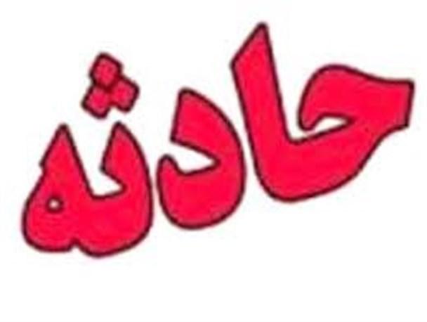 برخورد تریلر با پل عابر پیاده در خیابان شهید رجایی