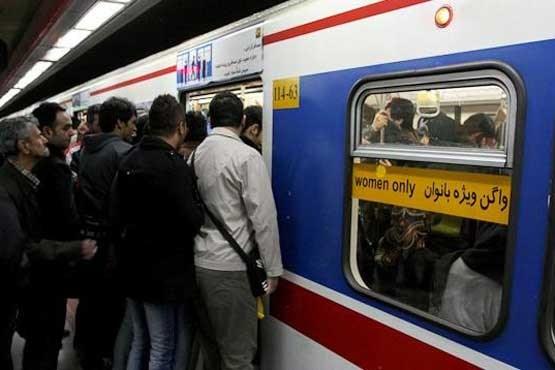 توضیح شرکت متروی تهران درباره علت بسته نشدن در یکی از قطارها و استفاده از کاور برزنتی
