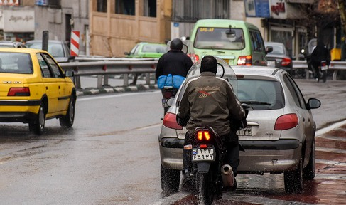 انتقاد چمران از بی قانونی عیان در سطح شهر/فرار از دوربین پلیس با موتورسیکلت!