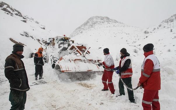 4 استان کشور درگیر برف و کولاک/ رهاسازی 108 خودرو توسط امدادگران