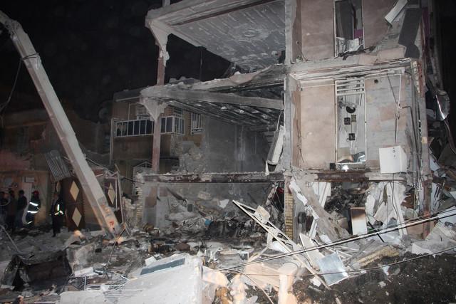 مرگ  5 نفر در پی ریزش سه ساختمان در خیابان خلیجفارس