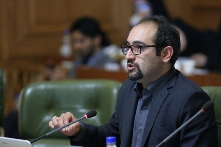 حجت نظری:تعامل نجفی با شورا در برخی موارد خوب نبود/شهردار تهران باید مقابل کاسبان در شهرداری بایستد