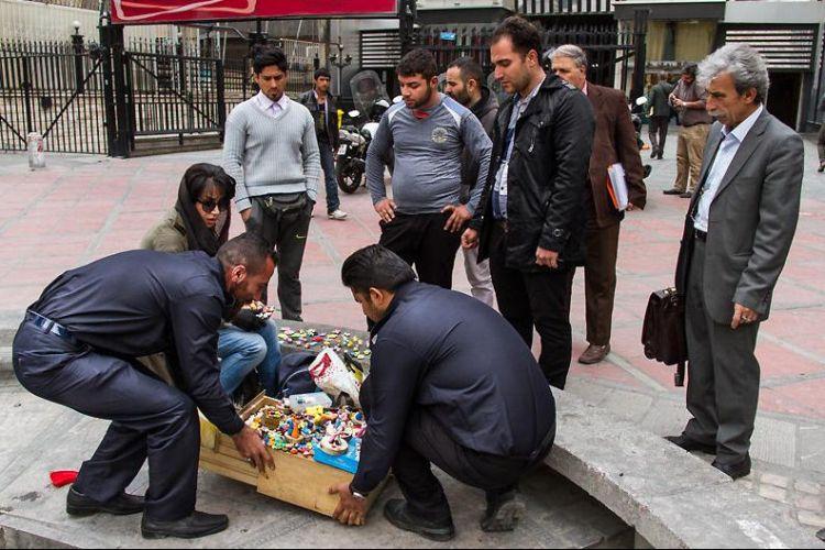 واکنش عضو شورا به رفتار ناشایست اخیر معبربانان شهرداری: دستفروشی مجوز قانونی میخواهد نه ضرب و شتم!!