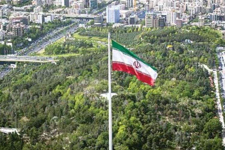 برگزاری مراسم برافراشتن بزرگ ترین پرچم جمهوری اسلامی ایران با حضور شهردار تهران