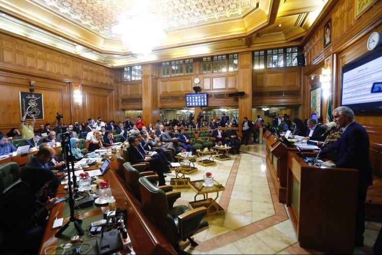 در سوالات اعضای شورای شهر از افشانی مطرح شد:از توجه به عدم انتصاب جرثقیلی زنان و جوانان تا نگرانی نسبت به انتصابات قومی در شهرداری
